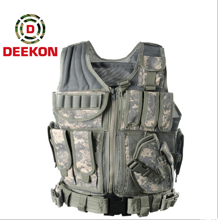 https://www.deekongroup.com/img/molle-gear-pouches.png